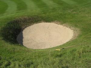 """Golf Bunker"" by Ken123, CC-by-SA 2.5"
